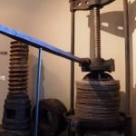 Torchio meccanico in ghisa e acciaio per l'estrazione dell'olio dalla pasta di olive - Sec. XIX - Proveniente da un frantoio di Fara Sabina (RI)