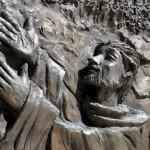 Santuario Francescano Greccio, Chiesa nuova, particolare del portale bronzeo rappresentante San Francesco