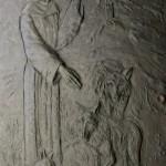 Santuario Francescano Greccio, Chiesa nuova, Portale rappresentante San Francesco e il lupo