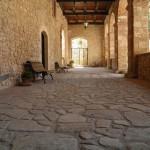 Abbazia di San Pastore - Il Chiostro - lato sinistro